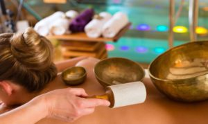 Masážna terapia tibetskými miskami